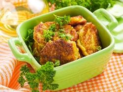 Печени картофени кюфтета с яйце и сирене на фурна - снимка на рецептата